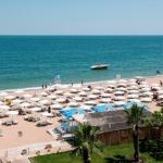 poza Unități de cazare din Nisipurile de Aur ce pun la dipoziția turiștilor plaje private, șezlonguri și umbrele gratuite